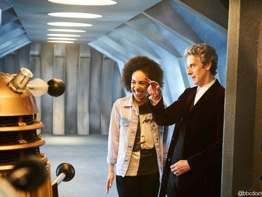 poltrona-doctor-who-new-companion-23abr16-2