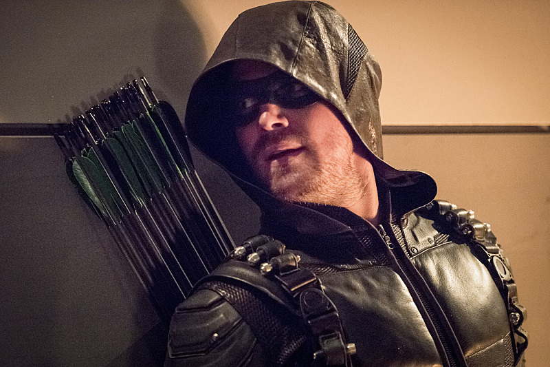 """The Flash -- """"Invasion!"""" -- Image FLA308c_0412b.jpg -- Pictured: Stephen Amell as Green Arrow -- Photo: Dean Buscher/The CW -- © 2016 The CW Network, LLC. All rights reserved."""