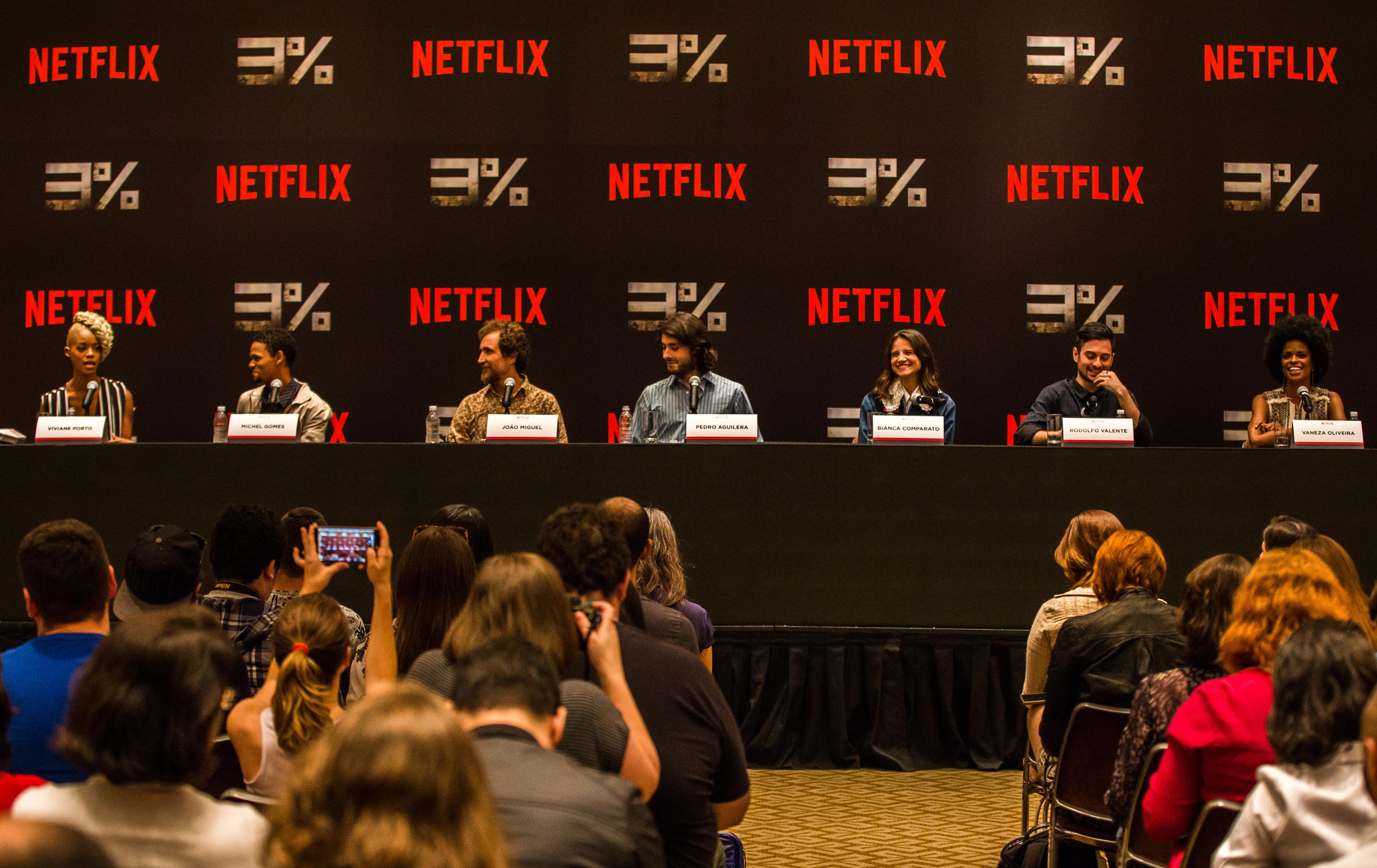 Netflix 3% S1, Press Coference 2016. (Pedro Saad / Netflix) Viviane Porto, Michel Gomes, João Miguel, Pedro Aguilera, Bianca Comparato, Rodolfo Valente, Vaneza Oliveira