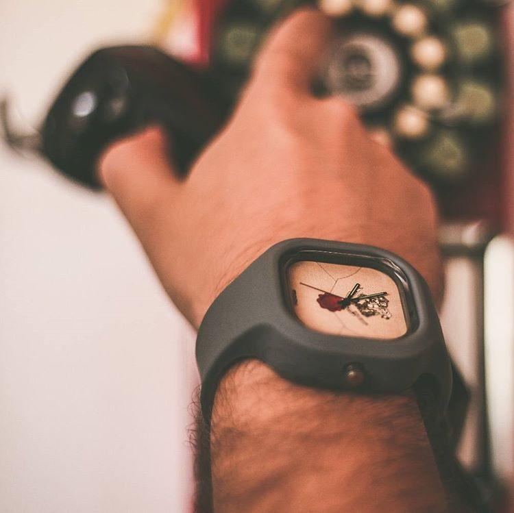 Inspirada por essa ideia, em novembro de 2014, nascia a Moov. Watches,  marca de relógios de pulso personalizados, com design para todos os gostos,  ... 4495074c38