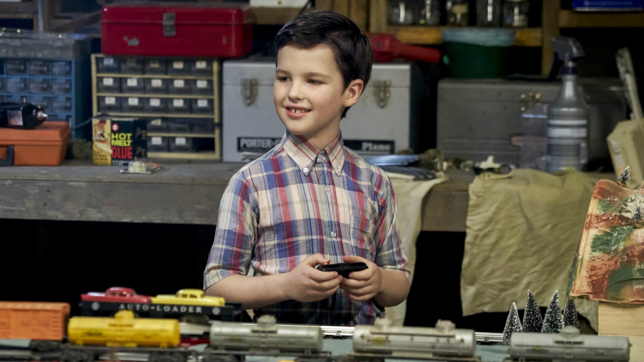 """YOUNG SHELDON is a new half-hour, single-camera comedy created by Chuck Lorre and Steven Molaro, that introduces """"The Big Bang Theory's"""" Sheldon Cooper  (Iain Armitage), a 9-year-old genius living with his family in East Texas and going to high school.  YOUNG SHELDON will have a special Monday launch behind the season premiere of THE BIG BANG THEORY on Sept. 25 (8:30-9:00 PM, ET/PT).  On Nov. 2, YOUNG SHELDON will move to its regular time period, Thursdays (8:30-9:00 PM, ET/PT) on the CBS Television Network. Photo: Robert Voets/CBS ©2017 CBS Broadcasting, Inc. All Rights Reserved."""