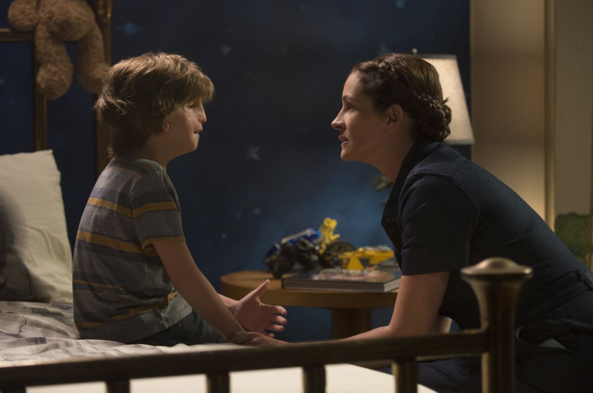 """Jacob Tremblay as """"Auggie"""" and Julia Roberts as """"Isabel"""" in WONDER. Photo by Dale Robinette."""
