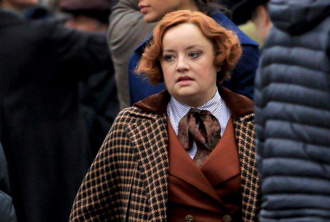 Poltrona Lucy Davis Sabrina Netflix Mundo Sombrio De Temporada