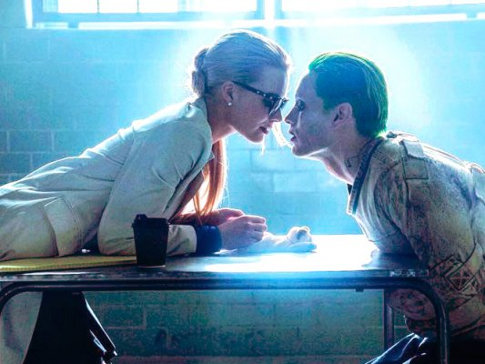 poltrona-joker-harleyquinn-suicidesquad-table