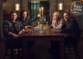 """Supernatural -- """"Lebanon"""" -- Image Number: SN1413d_BTS_0372bc.jpg -- Pictured (L-R): Jensen Ackles as Dean, Jared Padalecki as Sam, Samantha Smith as Mary Winchester and Jeffrey Dean Morgan as John Winchester -- Photo: Dean Buscher/The CW -- © 2019 The CW Network, LLC. All Rights Reserved."""