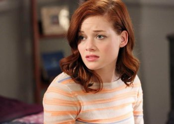 "SUBURGATORY - ""Apocalypse Meow"" - The bitingly iconic single-camera comedy, ""Suburgatory,"" concludes the season with a one-hour finale event, WEDNESDAY, APRIL 17 (8:00-9:00 p.m., ET) on the ABC Television Network. In the first part of the hour, ""Apocalypse Meow,"" Dallas offers to help George tell Tessa that he's sold their house and that they're combining residences, but it doesn't go as planned. The rift between Dalia and Tessa widens as Dalia goes out of her way to make Tessa miserable and Tessa seeks break-up revenge. Meanwhile, Noah obsesses over Carmen even though she's dating his therapist. (ABC/Adam Taylor) JANE LEVY"