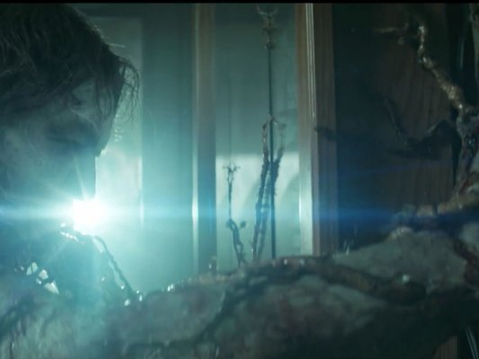 poltrona-swamp-thing-trailer