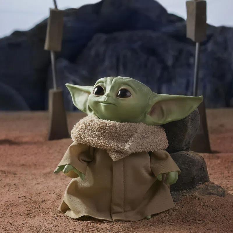 pelúcia interativa Baby Yoda