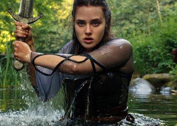 KATHERINE LANGFORD as NIMUE em CURSED / Netflix © 2020