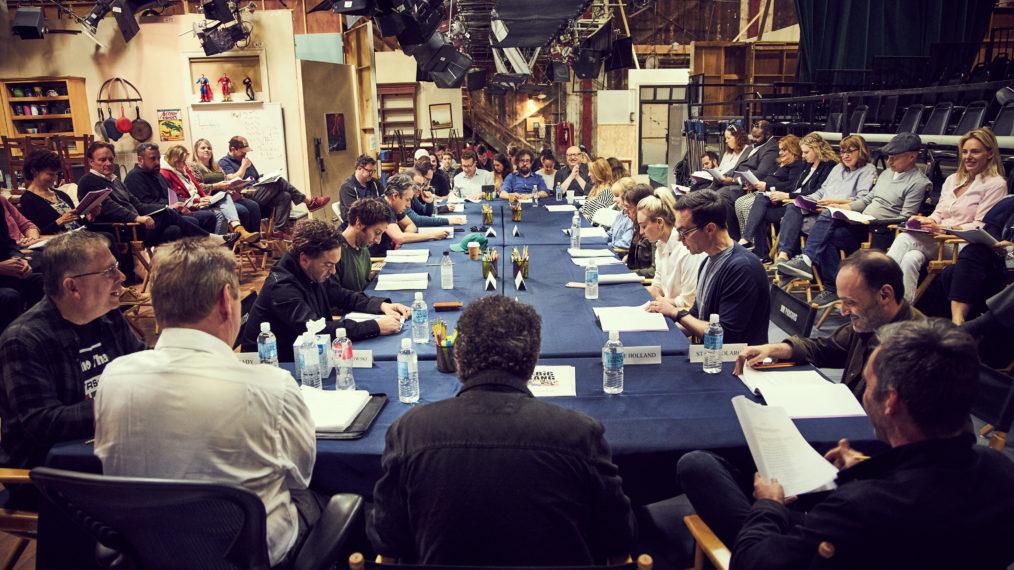 Elenco de The Big Bang Theory em leitura do último roteiro
