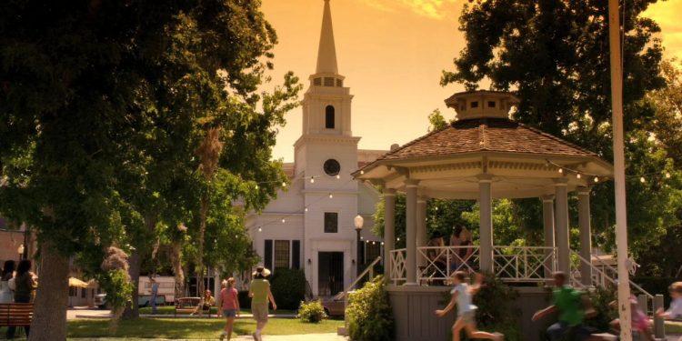 Smallville e as 10 cidades fictícias que maracam as séries adolescentes