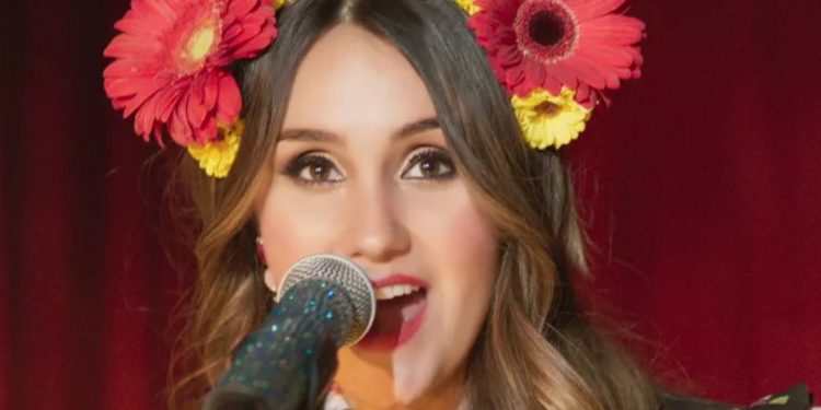 """Dulce María lança clipe de """"Lo Que Ves No Es Lo Que Soy"""""""