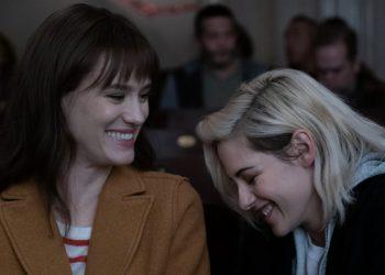 Kristen Stewart e Mackenzie Davis vivem casal em Happiest Season