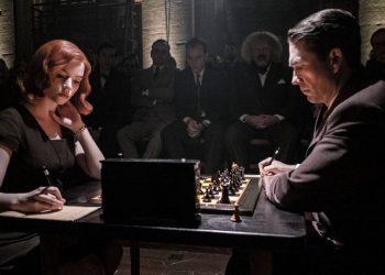 O Gambito da Rainha faz busca e interesse por xadrez disparar em vários países