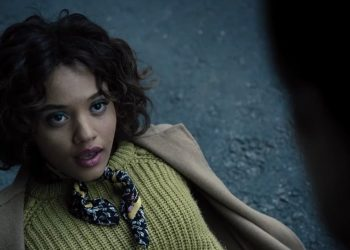 Kiersey Clemons vai retornar como Iris West no filme do Flash