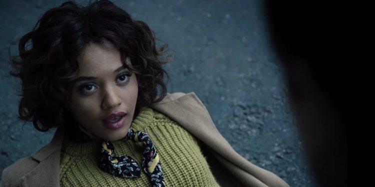 Kiersey Clemons vai retornar como Iris West no filme do Flash