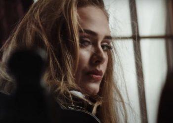 """Adele lança clipe de """"Easy on Me"""", primeira música inédita desde 2015"""