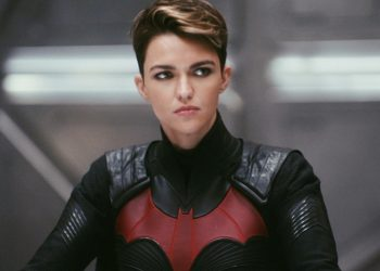 Ruby Rose denuncia abusos e mortes no set de Batwoman